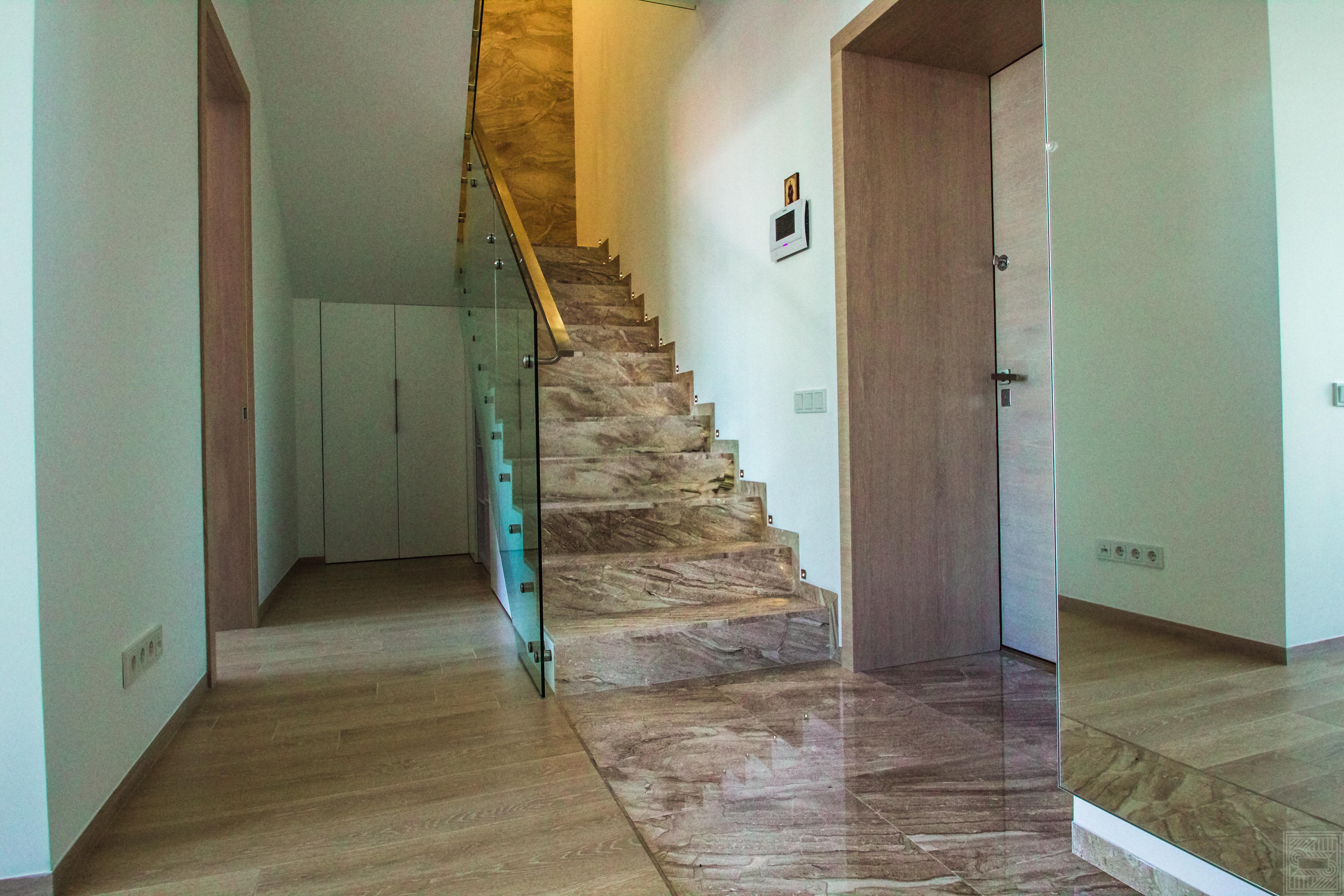 Лестница из мрамора Daino 20 мм stair-marble - Lestnitsa iz mramora Daino 20 mm