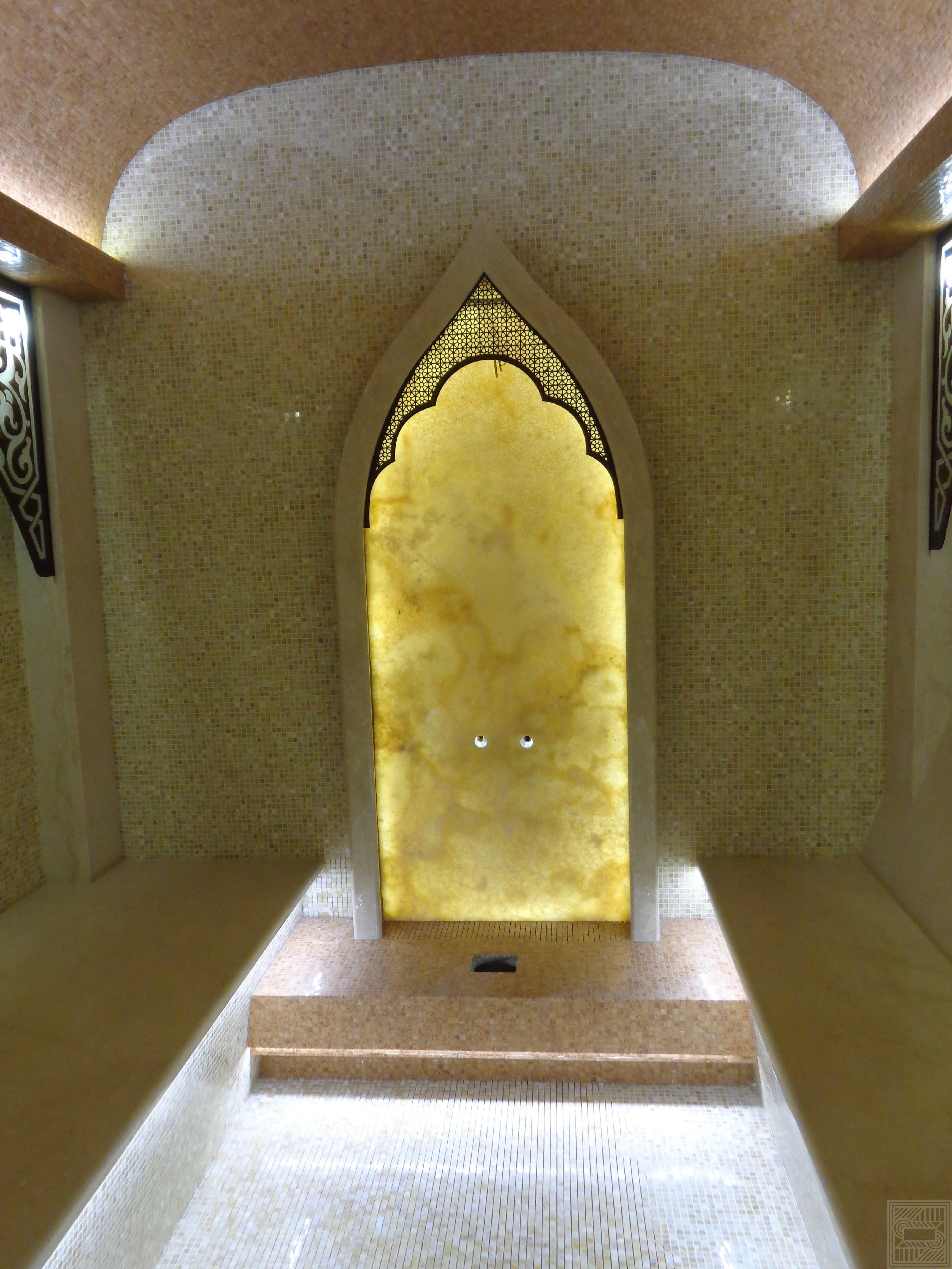 Частичная облицовка хамама Onice Miele 20 мм walls - CHastichnaya oblitsovka hamama Onice Miele 20 mm