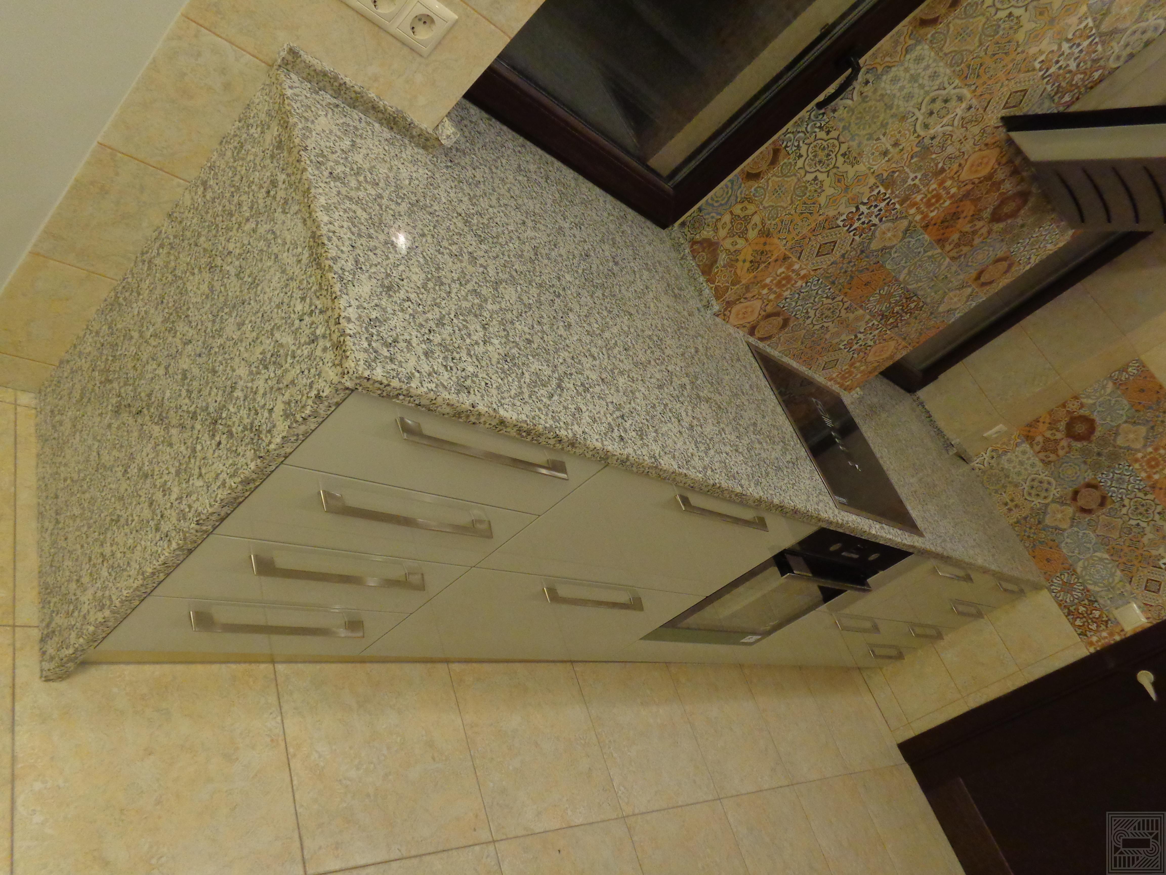 Столешница из гранита Bianco Sardo 30 мм worktop-granite - Stoleshnitsa iz granita Bianco Sardo 30 mm