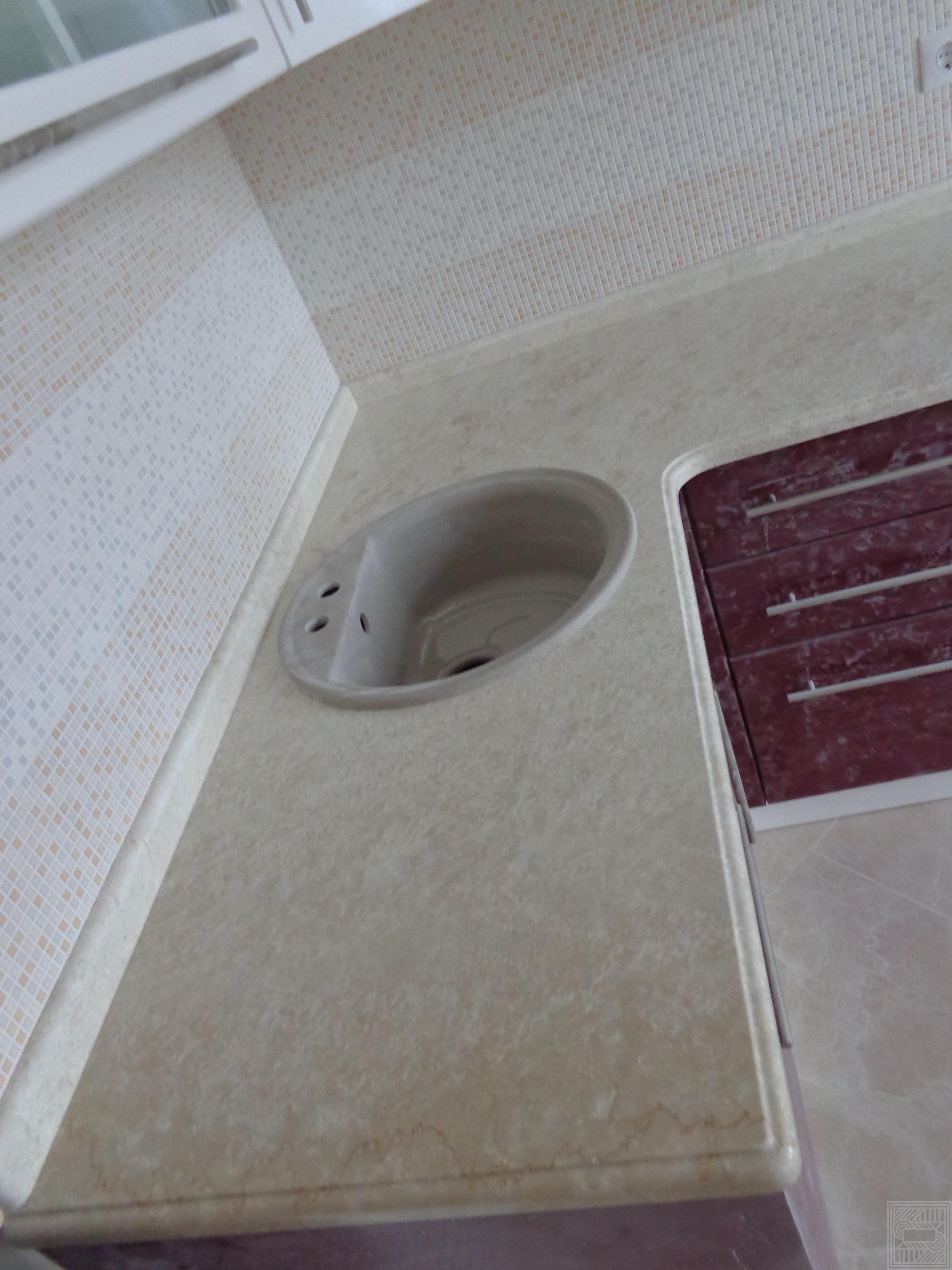 Столешница с плинтусом из мрамора Botticino Fiorito 30 мм worktop-marble - Stoleshnitsa iz mramora Botticino Fiorito 30 mm