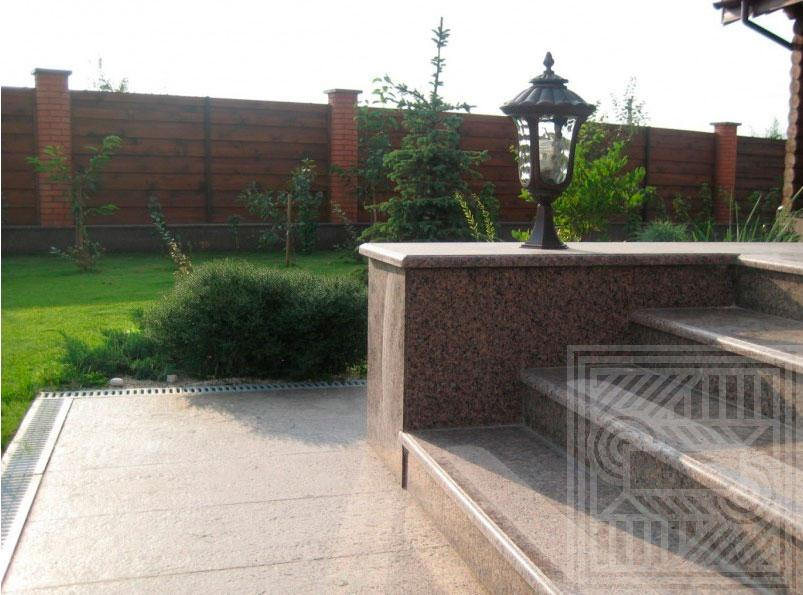 Лестница из Межиричанского гранита с термо полосами stair-granite - LARGE 31