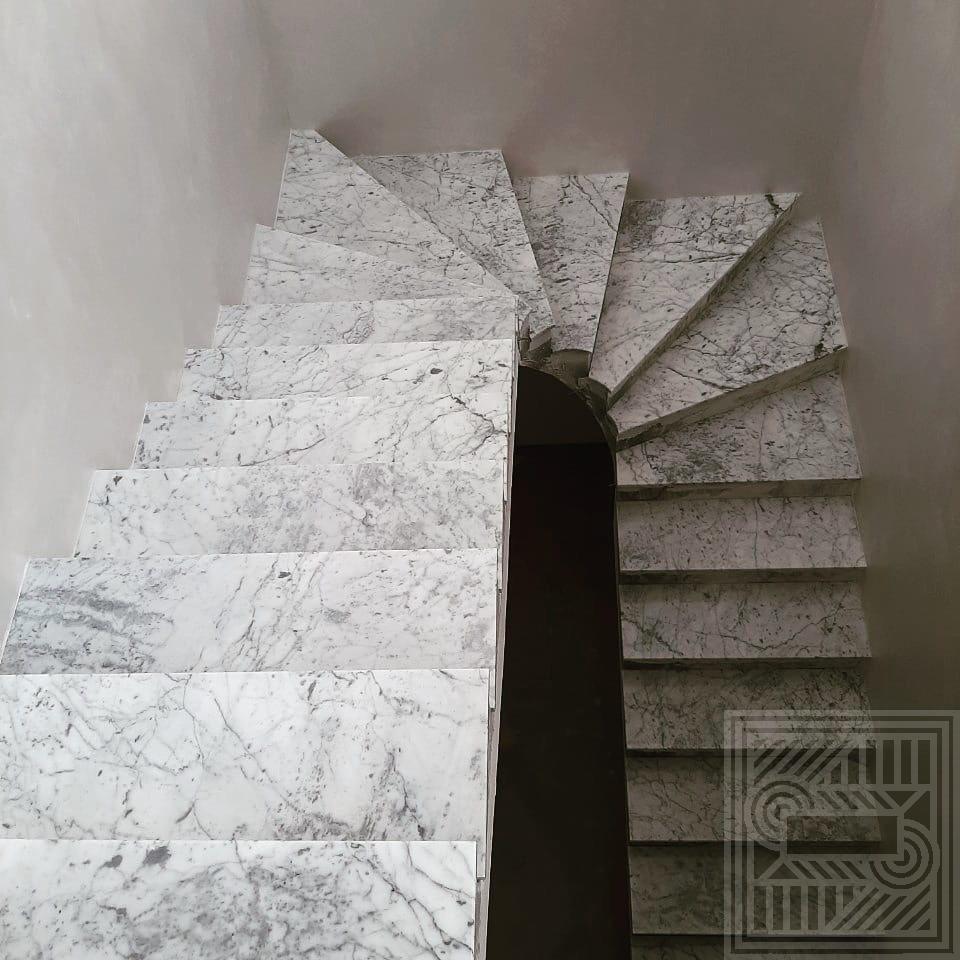 Лестница из мрамора Bianco Carrara stair-marble - IMG 83e296b53b7e702ff3272eac25438767 V